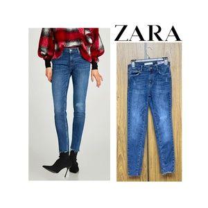 NEW Zara Mid Rise Skinny Jeans Raw Cut Hem Scratch